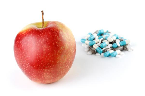 ein apple und ein haufen medikamente