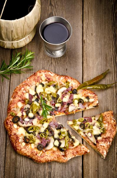 koestliche hausgemachte pfefferoni pizza
