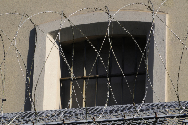 stacheldraht sicherheit gefaengnis strafvollzug justizwache justiz