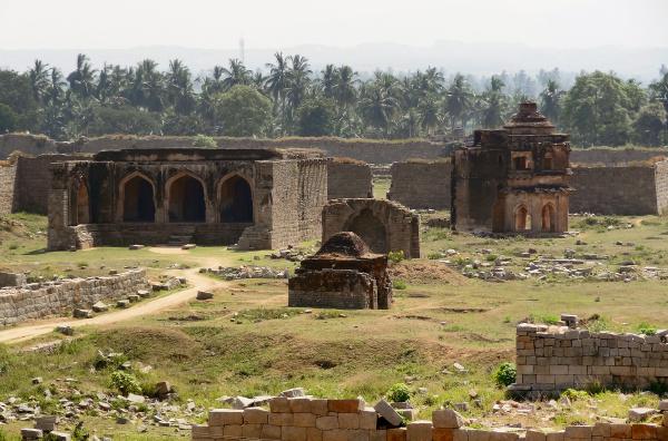 temple remains around hampi