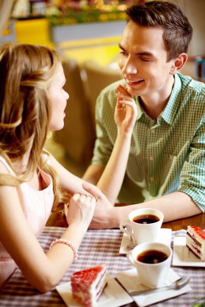 typ kerl frau cafe restaurant tasse