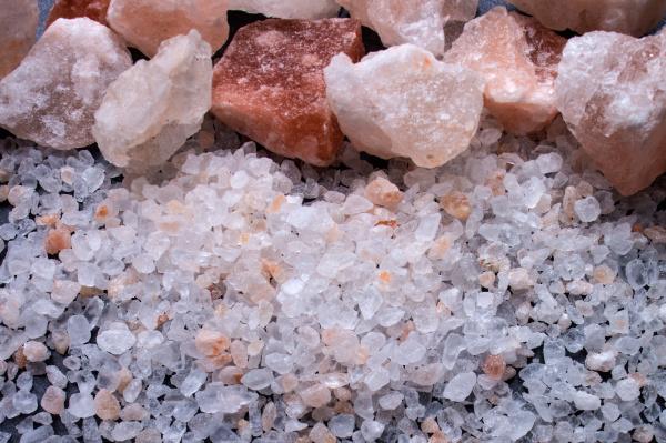 salzbrocken und grobes salz