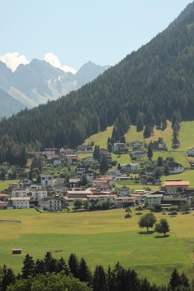 haus gebaeude stadt landwirtschaft feld alpen