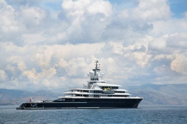 gigantische grosse und grosse luxusmegayacht mit