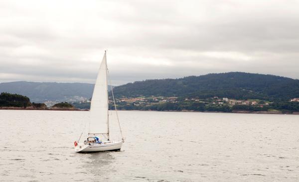 schoene meereslandschaft mit einem boot auf