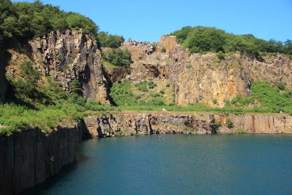 rauh klippe suesswasser see binnensee binnengewaesser