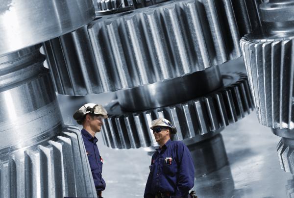 engineering cogwheels und arbeiter
