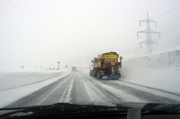 autobahn winter schneeraumung winterdienst sicherheit verkehrssicherheit