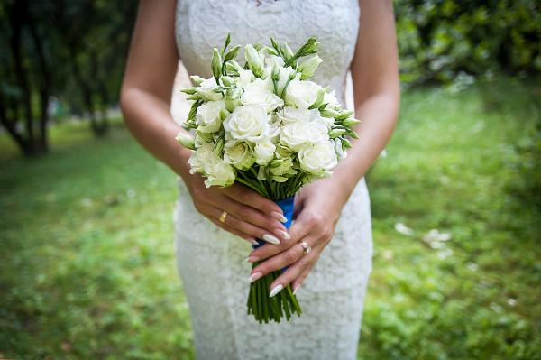 schoene hochzeit bouquet in den haenden