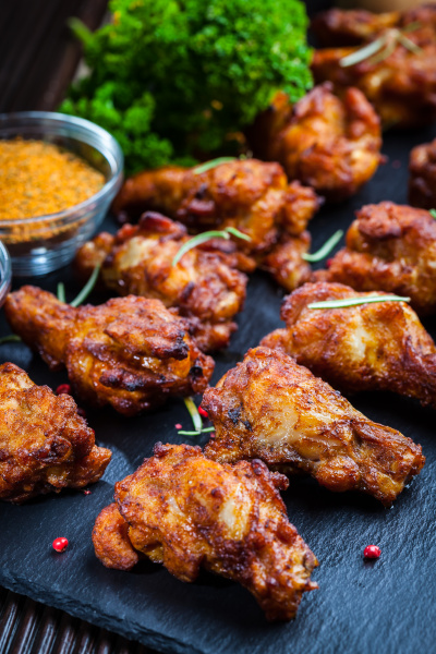 chicken wings mit gewuerzen und kraeutern