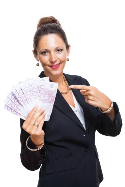 junge erfolgreiche geschaeftsfrau mit 500 euro