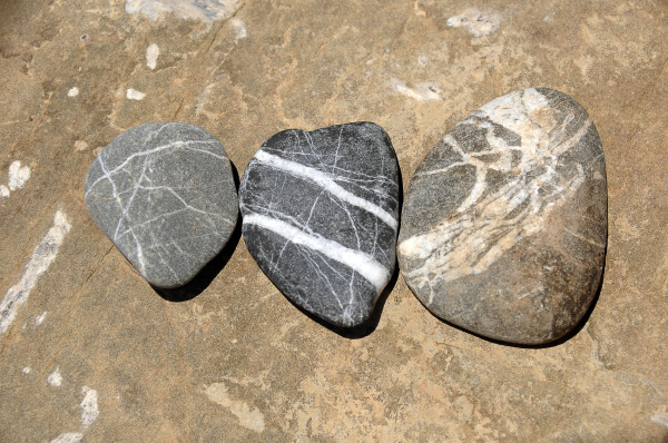 drei kieselsteine