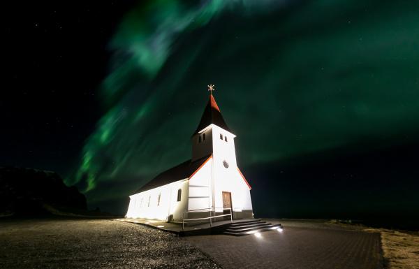 vik kirche aurora island