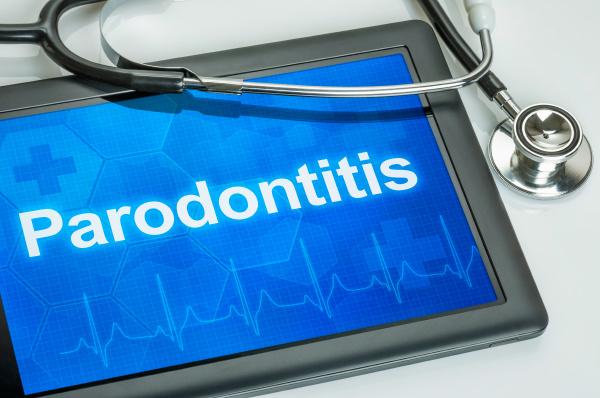 tablet mit der diagnose parodontitis auf
