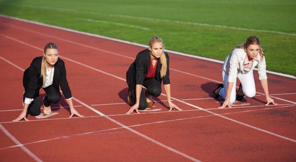 business frau bereit zu sprinten