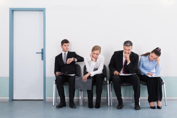 geschaeftsleute waiting for job interview