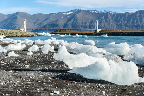 szenische ansicht der eisberge in gletscherlagune