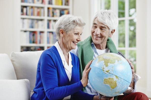 deutschland hessen frankfurt seniorenpaar zu hause