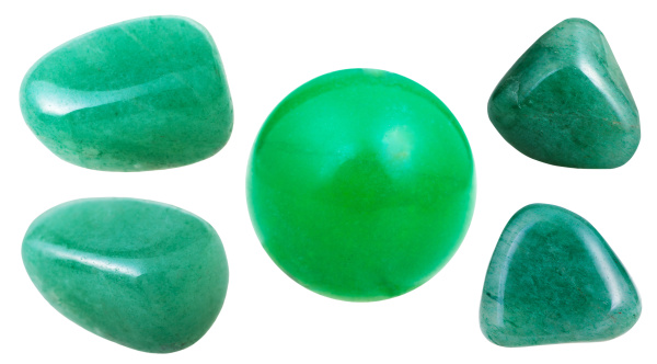 satz von gruenen aventurin edelsteine isoliert