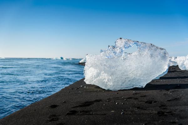 blau eisberg in jokulsarlon gletschersee suedisland