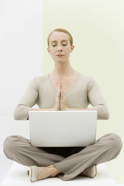 frau laptop notebook computer frauen lebensstil