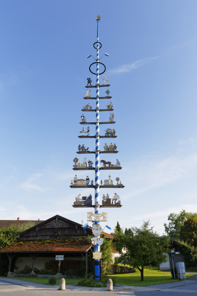 deutschland bayern oberbayern chiemgau lauterbach maibaum