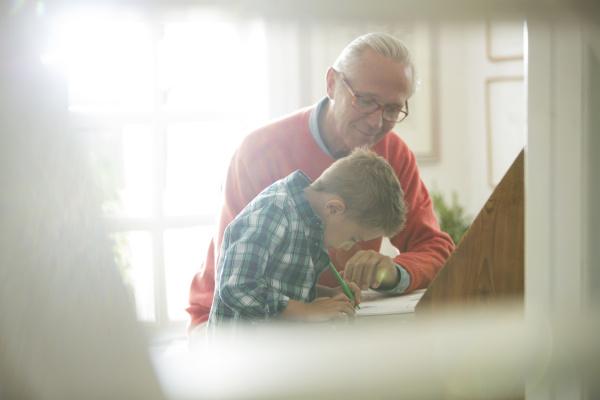 schreibtisch bildung ausbildung bildungswesen opa grossvater