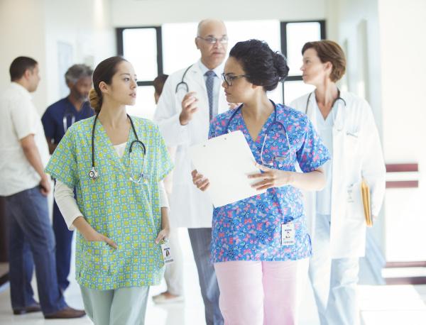 arzt mediziner medikus flur beratung konsultation