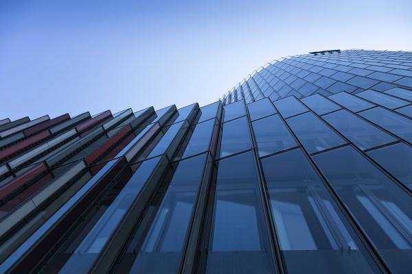 deutschland frankfurt detail der modernen glasfassade