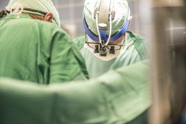 chirurgen die eine herz bypass operation