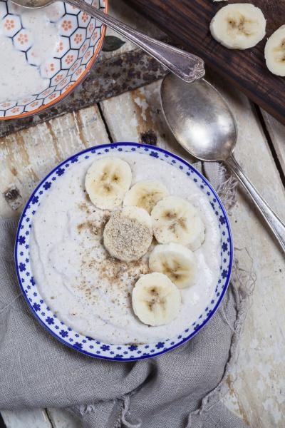 smoothie schuessel mit banane quark zitronensaft