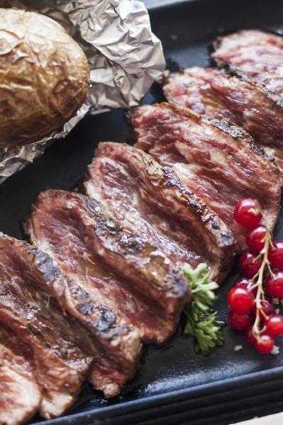 geschnittene pata negra schweinefleisch steaks