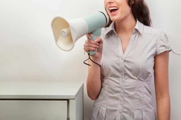 frau bluse weiblich kommunikation aktenschrank schrank