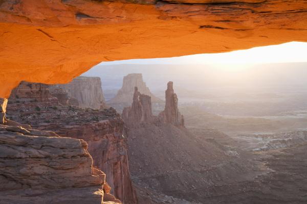 sunrise mesa arch canyonlands national park