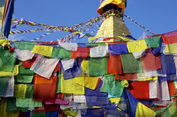 gebetsfahnen vor boudha bodhnath boudhanath tibetische