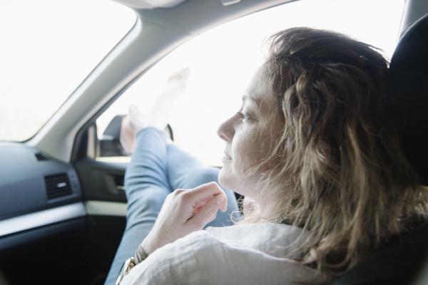 frau frauen fahrt reisen weiblich auto