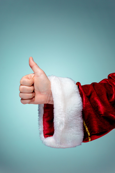 weihnachtsmann daumen hand zeigt nach oben