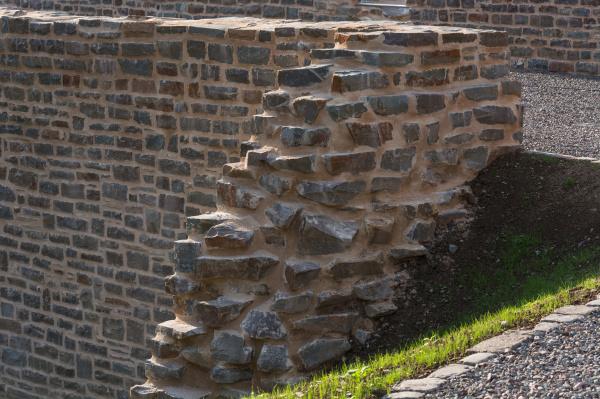alte steinmauer mit alten muster am
