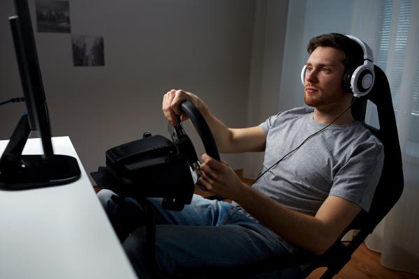 mann der auto renn videospiel zu