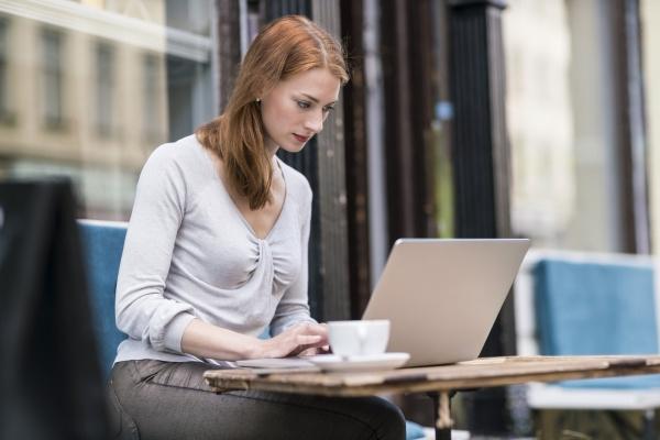 frau menschen leute personen mensch laptop