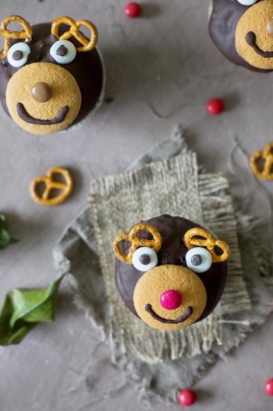 reindeer cupcakes fuer weihnachten von oben