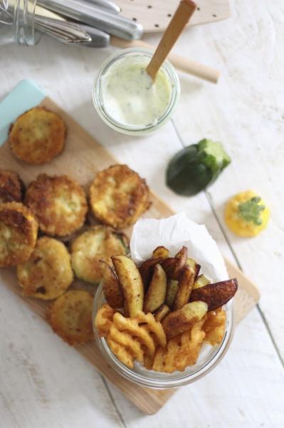 zerschlagen zucchinischeiben kartoffelspalten und gitter kartoffeln
