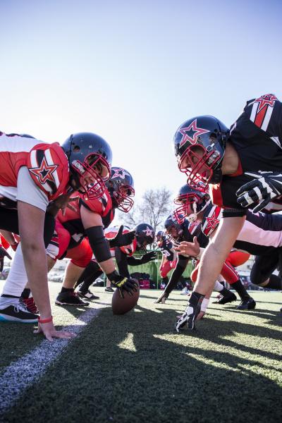american football spieler auf der linie