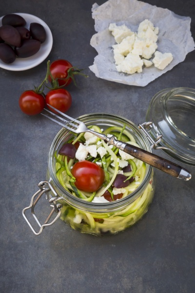 zoodles zucchini nudeln in einem glas