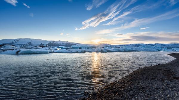 blick auf eisberge in gletscherlagune island