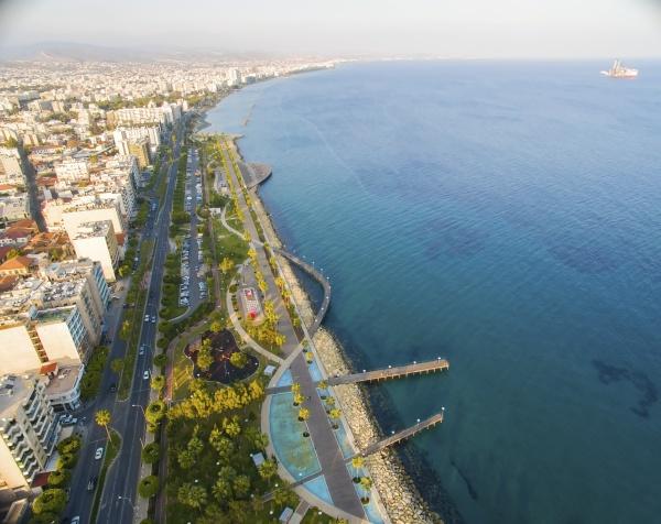 luftaufnahme von molos limassol zypern