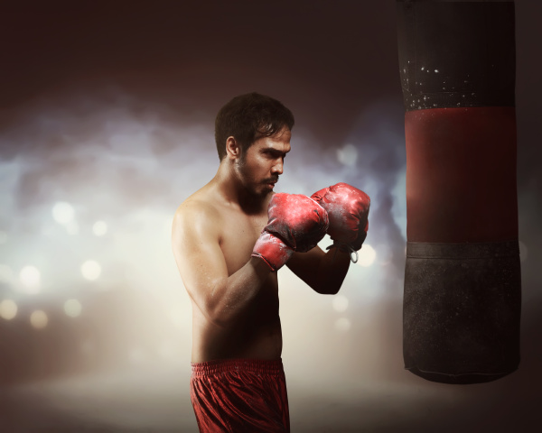 maskulin asiatischen boxer mann ausuebung mit