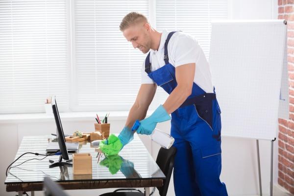 hausmeister reinigungs schreibtisch mit stoff im