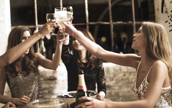 trinken trinkend trinkt getraenk mode moebel