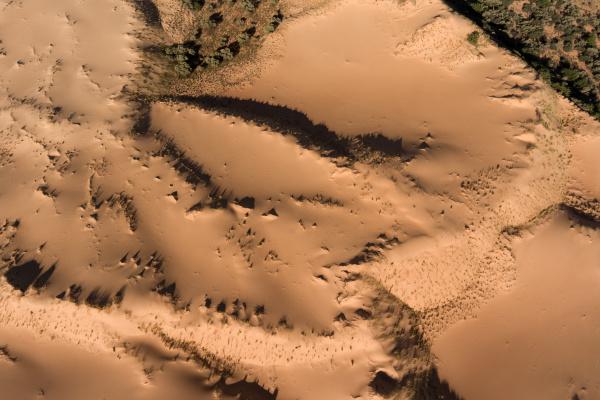 luftaufnahme von sandduenen suedafrika